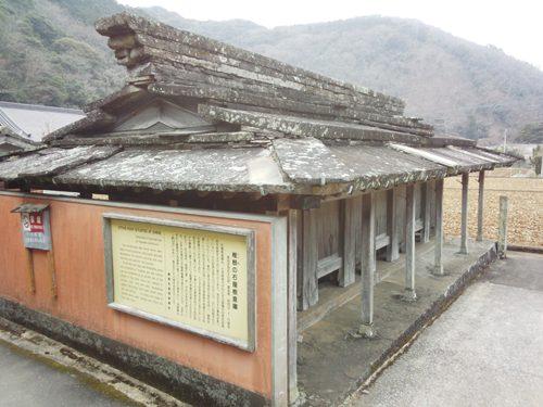 9.椎谷の石屋根