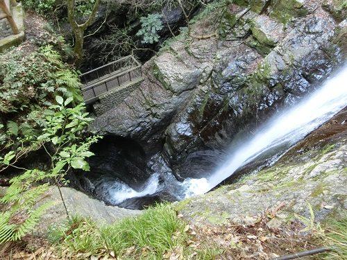 蜻蛉の滝03